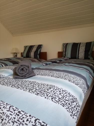 1-es apartman hálószoba 90x200 cm heverőkkel