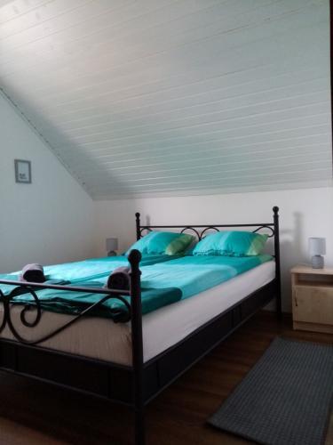 1-es apartman hálószoba 140x200 cm franciaággyal